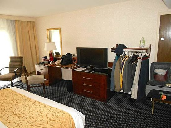 Hartford Marriott Farmington: I asked for a room for special needs, so there was no closet and the hangars are lower. Very goo