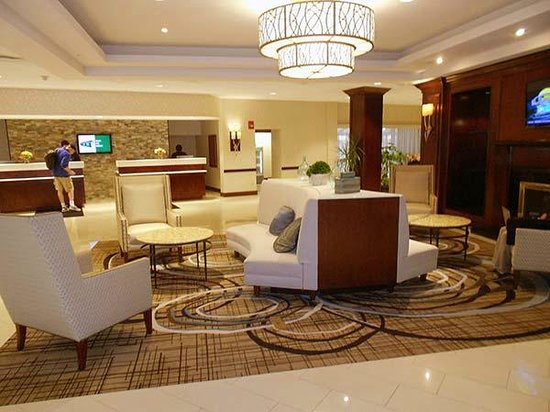 Hartford Marriott Farmington: The lobby has just been remodeled and is very handsome, well-lit, comfortable