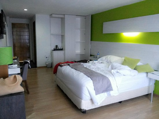 Hotel Accordia Dago: very large and clean (but affordable) deluxe room