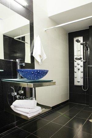 Psarou Beach Hotel: Bathroom