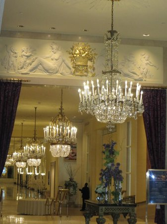 The Mayflower Hotel, Autograph Collection: Beautiful lobby....