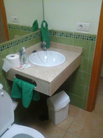 Cordial Green Golf: bathroom