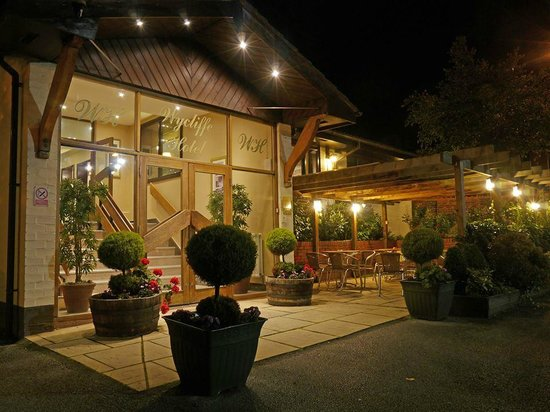 The Wycliffe Hotel and Restaurant At Night