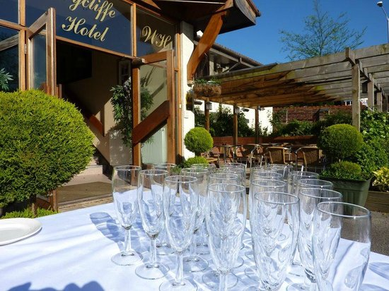 Wycliffe Hotel: On Occasional Sunny English Day Drinks On Arrival Can Be Outside