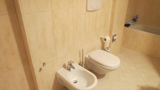 Delfina Palace Hotel: salle de bain