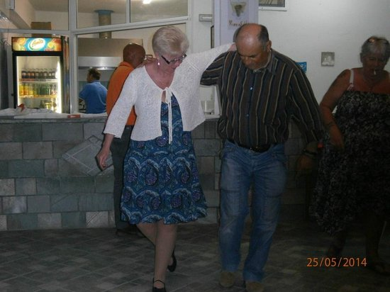 Nikos II Apartments: Michael showing a guest a Greek dance