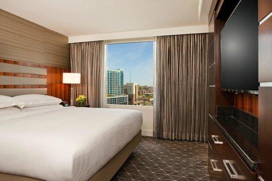 Hilton Nashville Downtown: Guest Room - King Bed