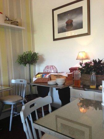 Limestone Hotel: Breakfast