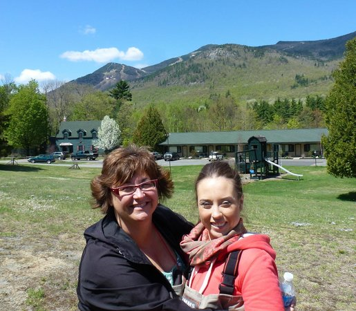 The Hungry Trout Resort : The resort with Whiteface Mountain in the backgroud - stunning