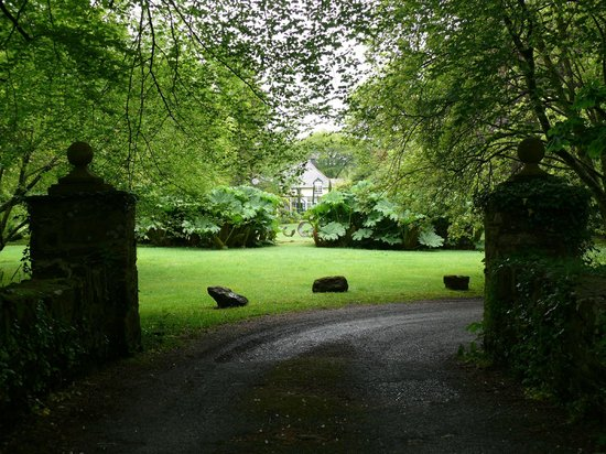 The Cors Restaurant & Rooms : Entrance from the road