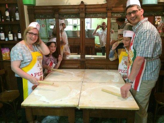 Mastro Ciccia : Rolling the pizza dough
