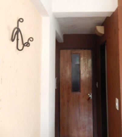 Hotel Samka: entrada a la habitacion 16