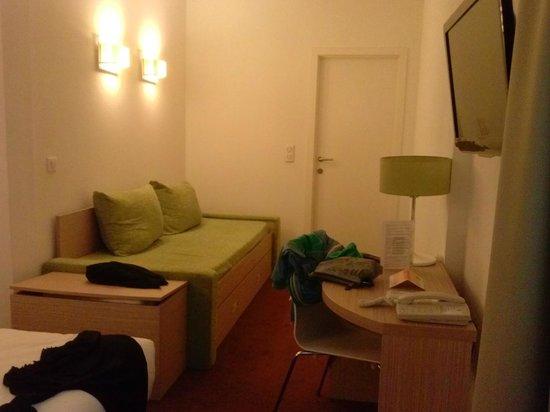 Adagio Access Brussels Europe: divano letto
