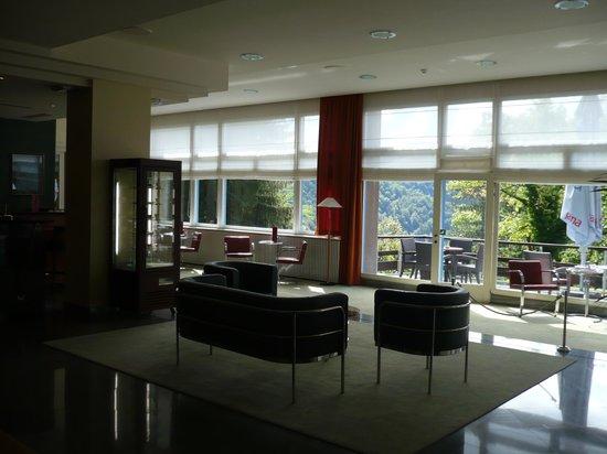 Plitvice Hotel: Spacious hotel lobby