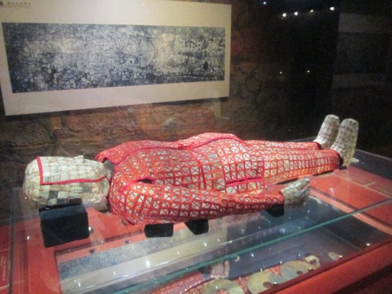 Museum of the Western Han Dynasty Mausoleum of the Nanyue King : 有名な紅の絹装束