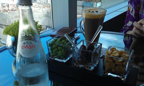 The Okura Prestige Bangkok : 1.Free snack