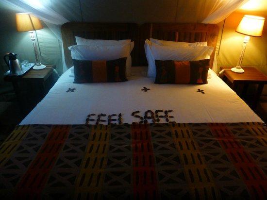 Dinaka Safari Lodge: Komfortable Betten in den Zelten