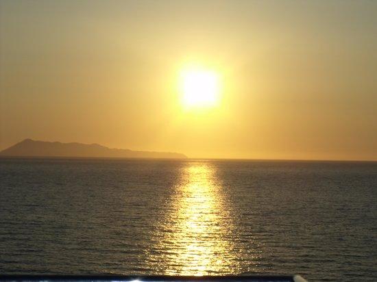 Summertime Hotel Apartments: sun setting sunset beach