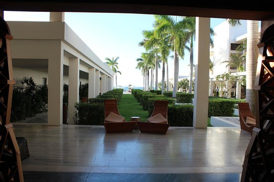 Four Seasons Resort and Residences Anguilla : view upon entering the resort/lobby