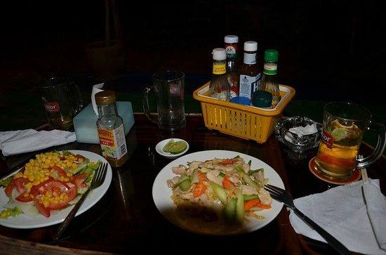Queenco Hotel & Casino: ужин в местном стиле