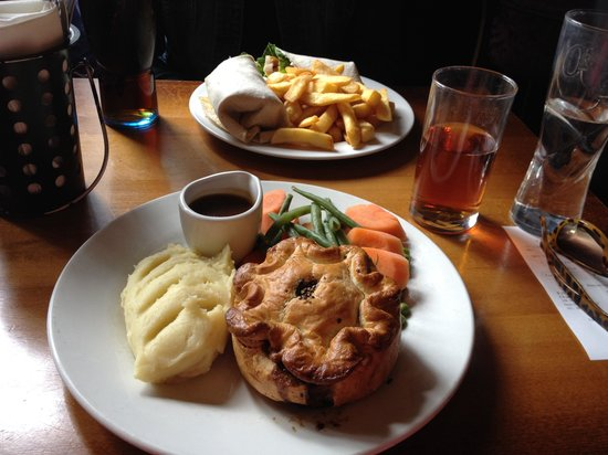 The Albert : Steak and ale pie