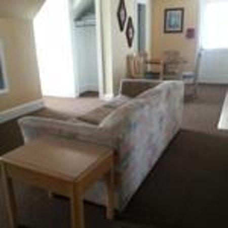 Ocean Lodge Hotel : Livingroom DELUXE 1 BR APT