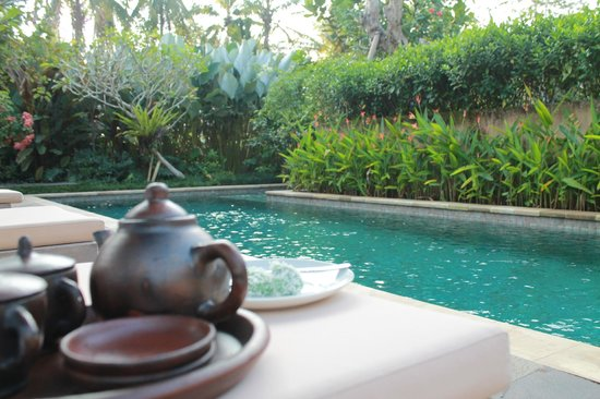 Umajati Retreat: Afternoon tea by the pool!