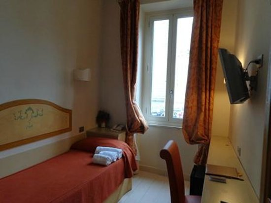 Hotel Virgilio: ベッド