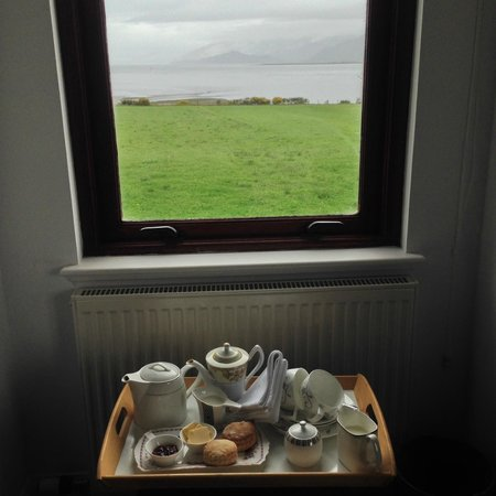 Lochview Guesthouse: Coffee, Tea, and Scones from the Room