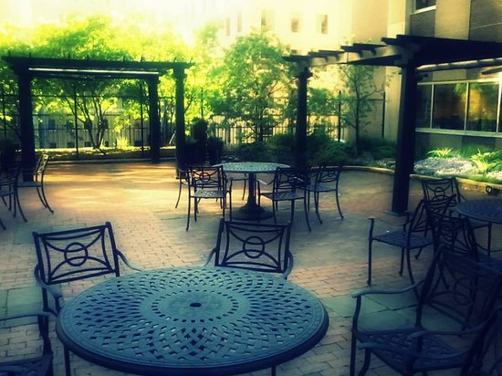 Crowne Plaza Northstar: relaxing rooftop garden on 8th floor