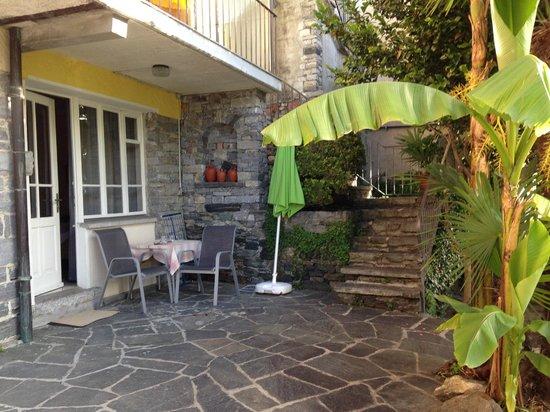Art Hotel Posta al Lago: Sitzplatz vor dem Zimmer (Gartenebene)