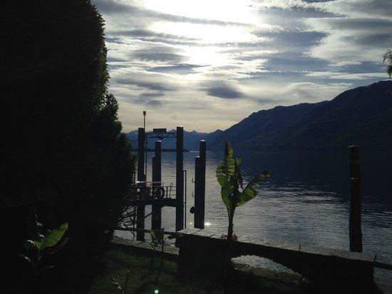Art Hotel Posta al Lago: Aussicht am Morgen um 08:00h aus dem Garten vor dem Zimmer!