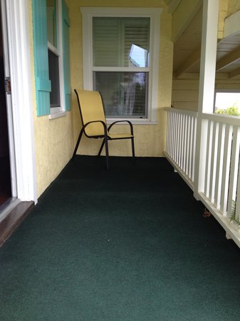 Beach Bungalow Inn and Suites: Porch