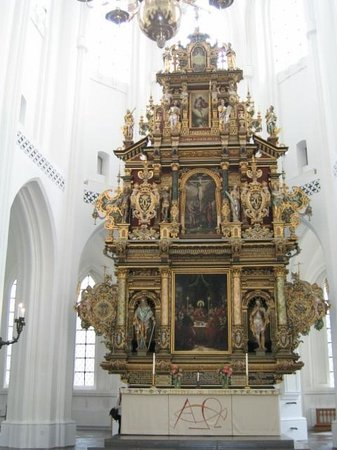 St. Petri (St. Peter's Church): Retablo