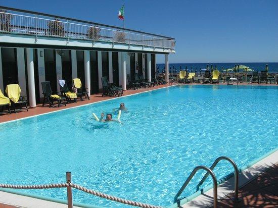 Hotel Gabriella: La piscine est très agréable