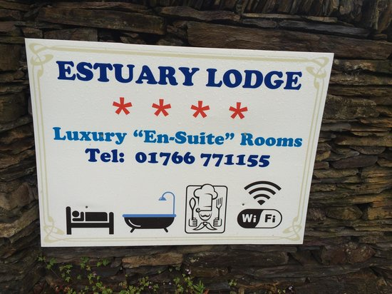 Estuary Lodge: Boolong sign