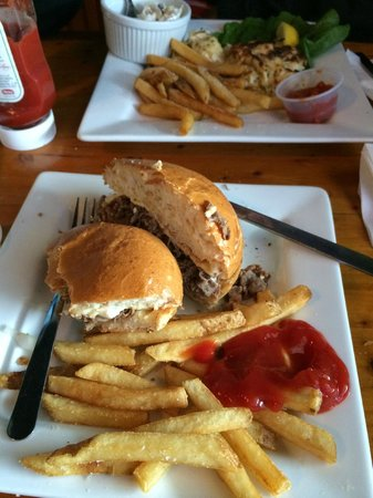 Woody's Dewey Beach Bar & Grill: Pit Beef with Tiger Sauce!!