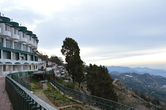 GMVN Garhwal Terrace: Back of the hotel and adjacent view