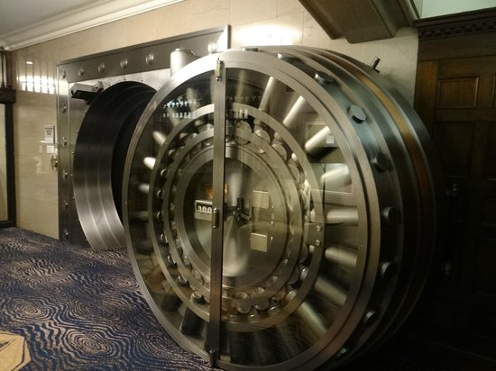 Courtyard by Marriott San Diego Downtown: original bank vault door