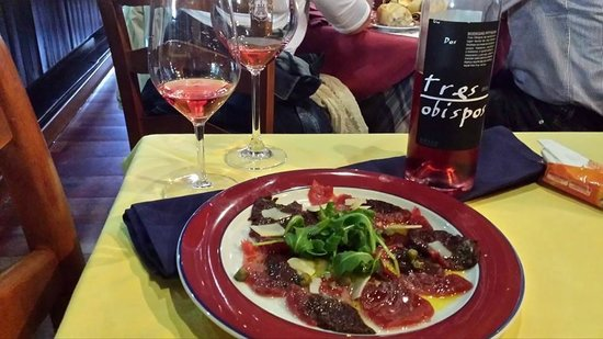 Meson de Calahonda: Tuna carpaccio pairing with fantastic rose