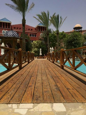 The Grand Resort Hurghada: A lovely touch- bridge crossing one of the pools