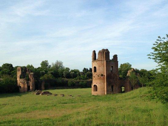 Parco Regionale dell'Appia Antica : Antiche rovine