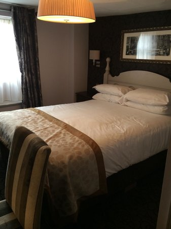 Punch House Monmouth: Our lovely room! Massive comfy bed