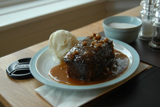 Glengarry House: Sticky toffy pudding with icecream