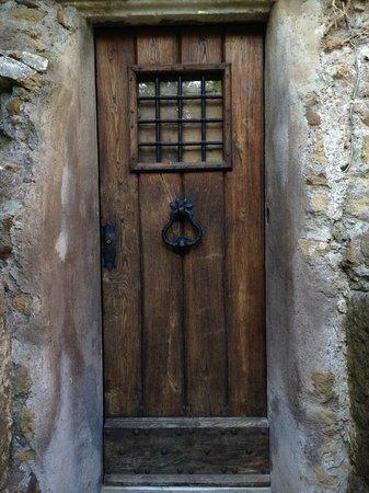 Parco Regionale dell'Appia Antica : Una originale abitazione
