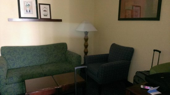 SpringHill Suites Bakersfield : Seating Area