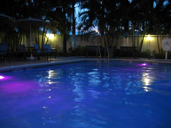 Fort Lauderdale Airport / Cruise Port Inn: Pool mit LED-Beleuchtung