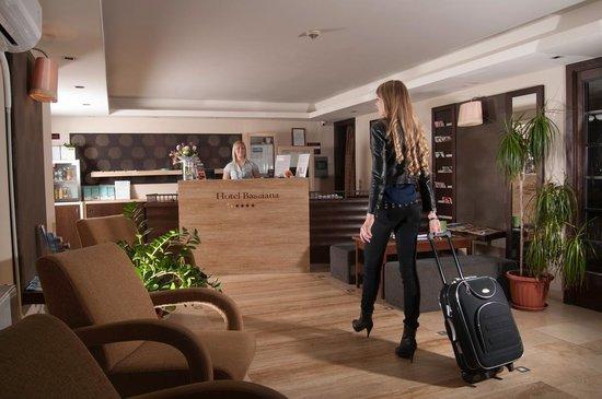 Hotel Bassiana: Reception