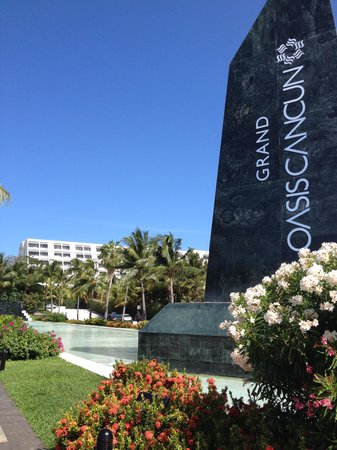Grand Oasis Cancun - All Inclusive: entrada del hotel oasis cancun