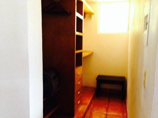 Casa Isabel : Big A$$ Closet